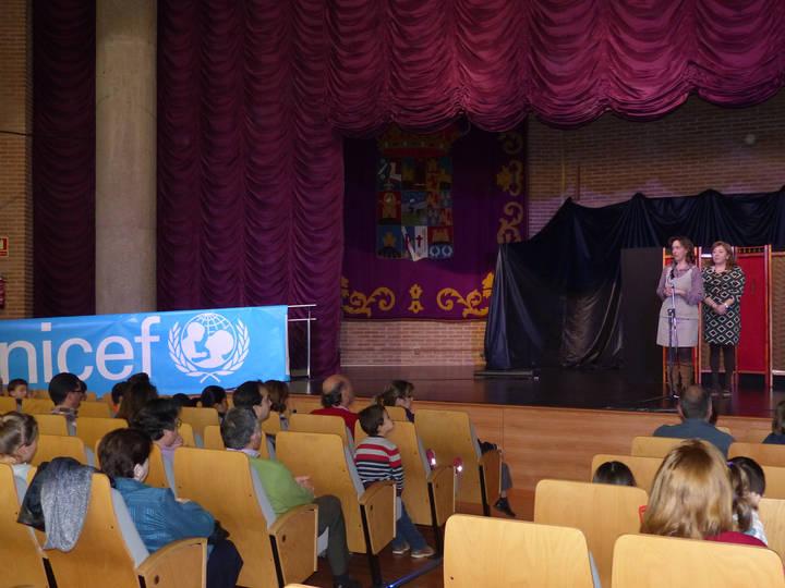 La presidenta de la Diputación respalda la labor de UNICEF e insta a seguir tomando conciencia para ayudar a los más pequeños