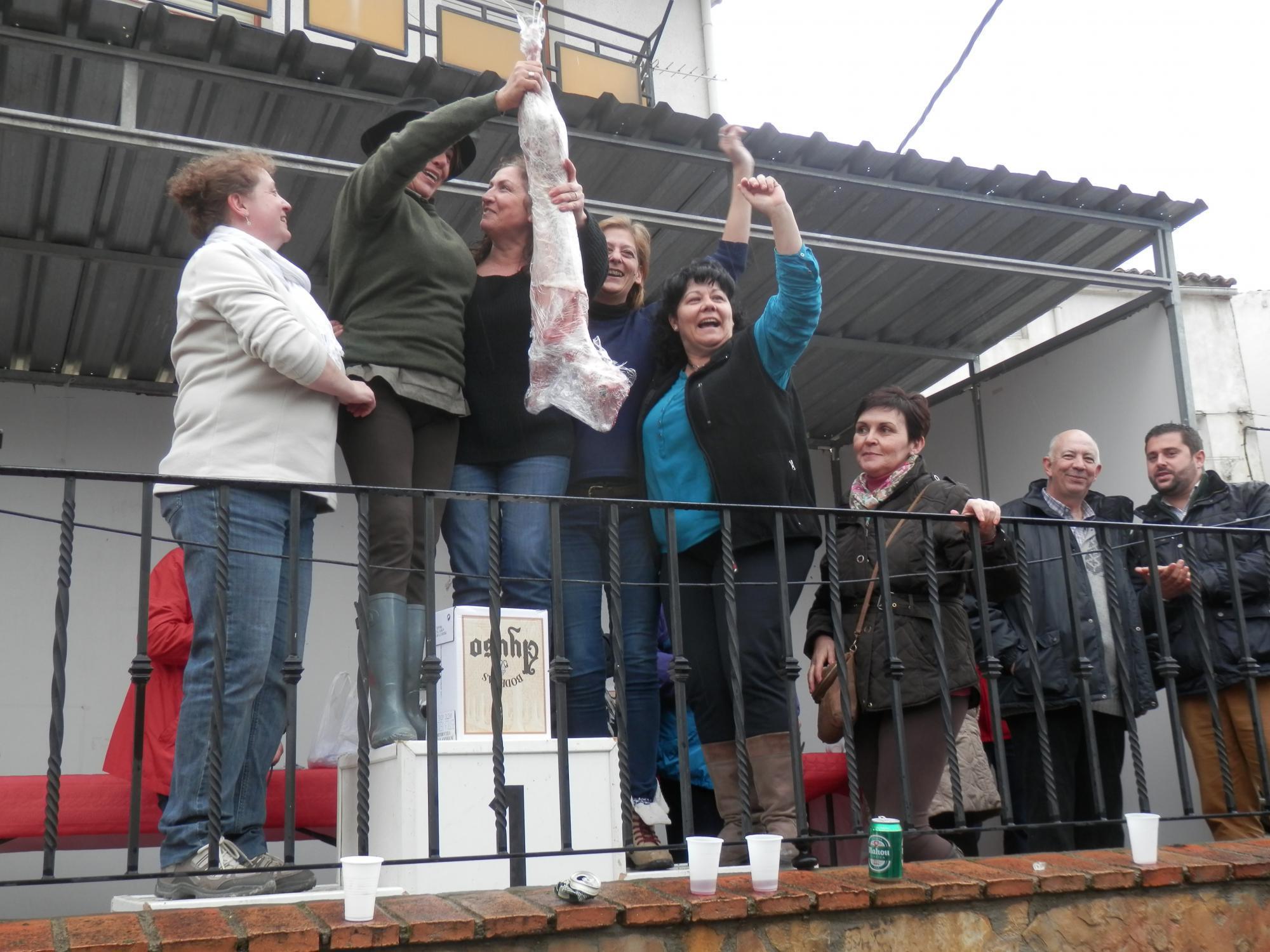 Mayte Ramos y Tere Leganés, ganadoras del XXXV Concurso de la Fiesta de las Migas de Jadraque