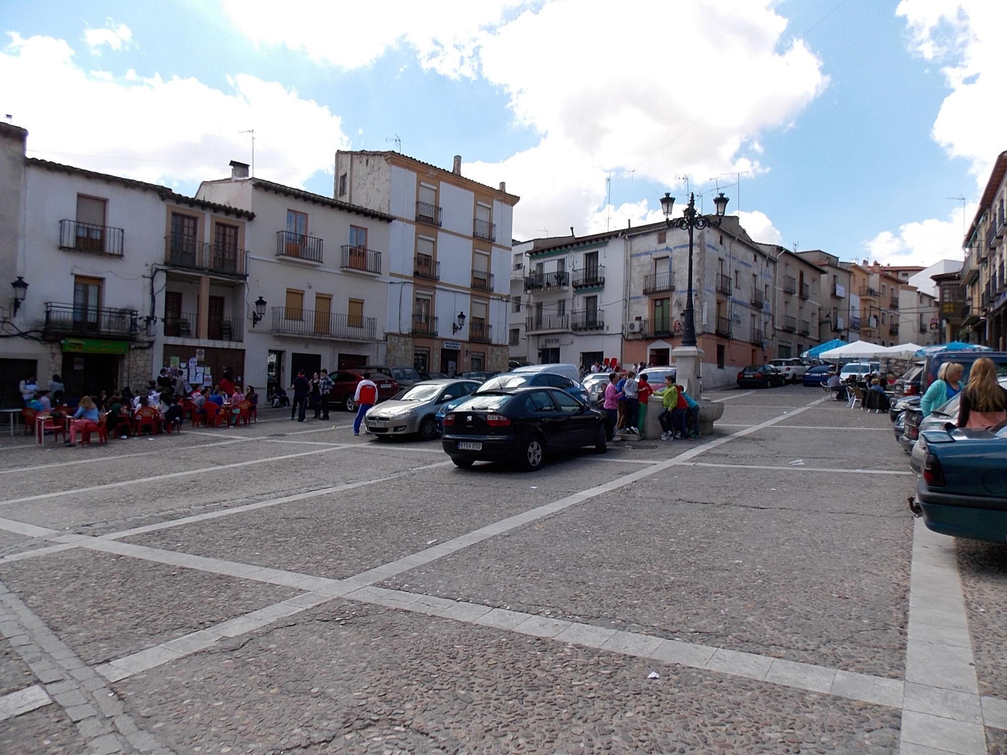 El Ayuntamiento de Horche renueva el pavimento de su emblemática Plaza Mayor