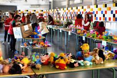 El colegio La Paloma de Azuqueca de Henares acoge una nueva edición del mercadillo solidario de las AMPA