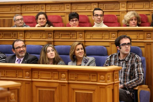 """Cospedal anuncia en las Cortes que """"en los dos años venideros"""" se destinará el 1 % del PIB de la región a políticas de discapacidad"""