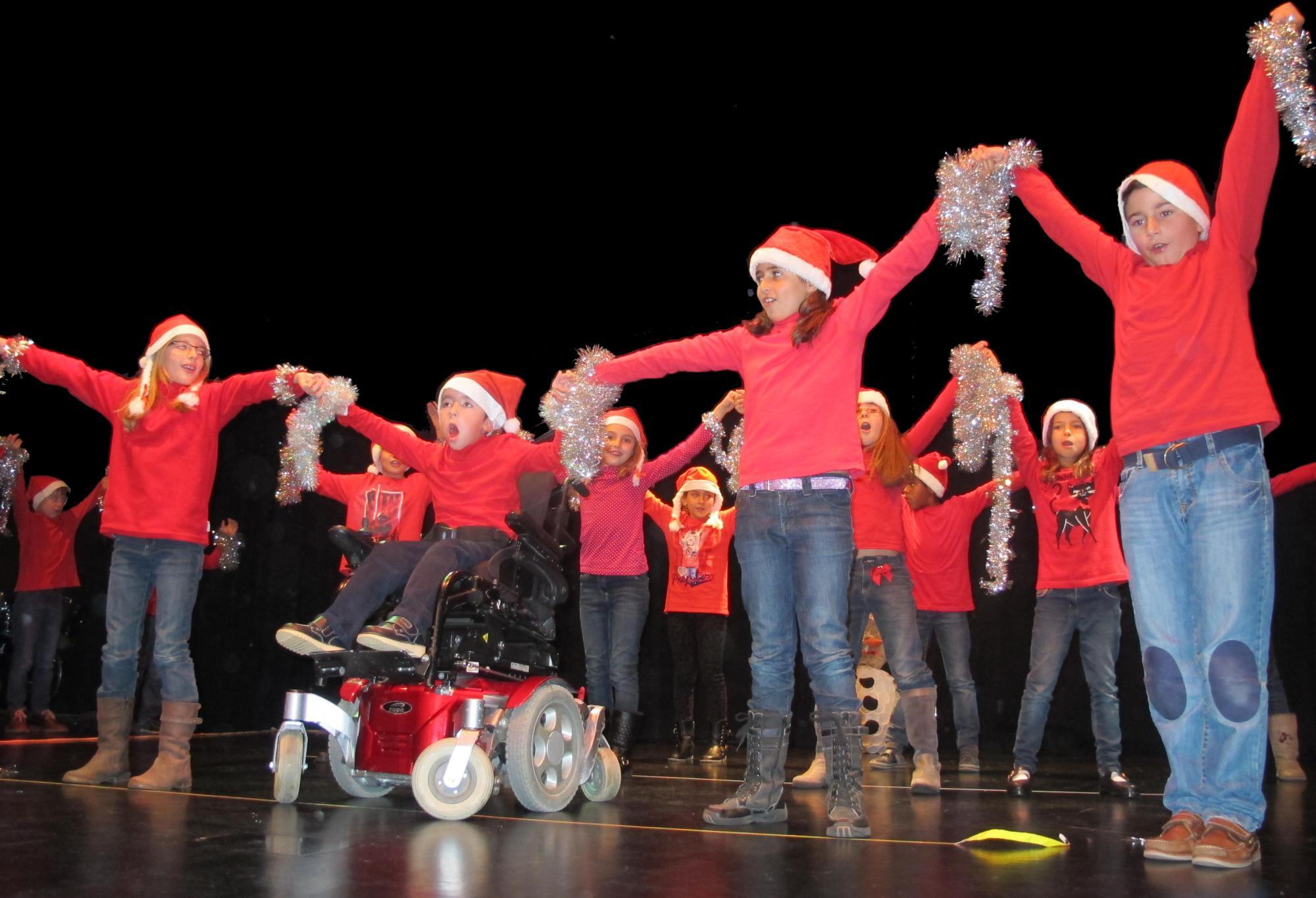 Los escolares de Cabanillas ponen música a la Navidad con villancicos tradicionales, versiones en inglés y espléndidas adaptaciones de los grandes éxitos musicales del año