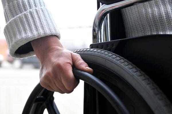 Castilla-La Mancha reduce la lista de espera de personas dependientes, coliderando la mayor prestación de servicios