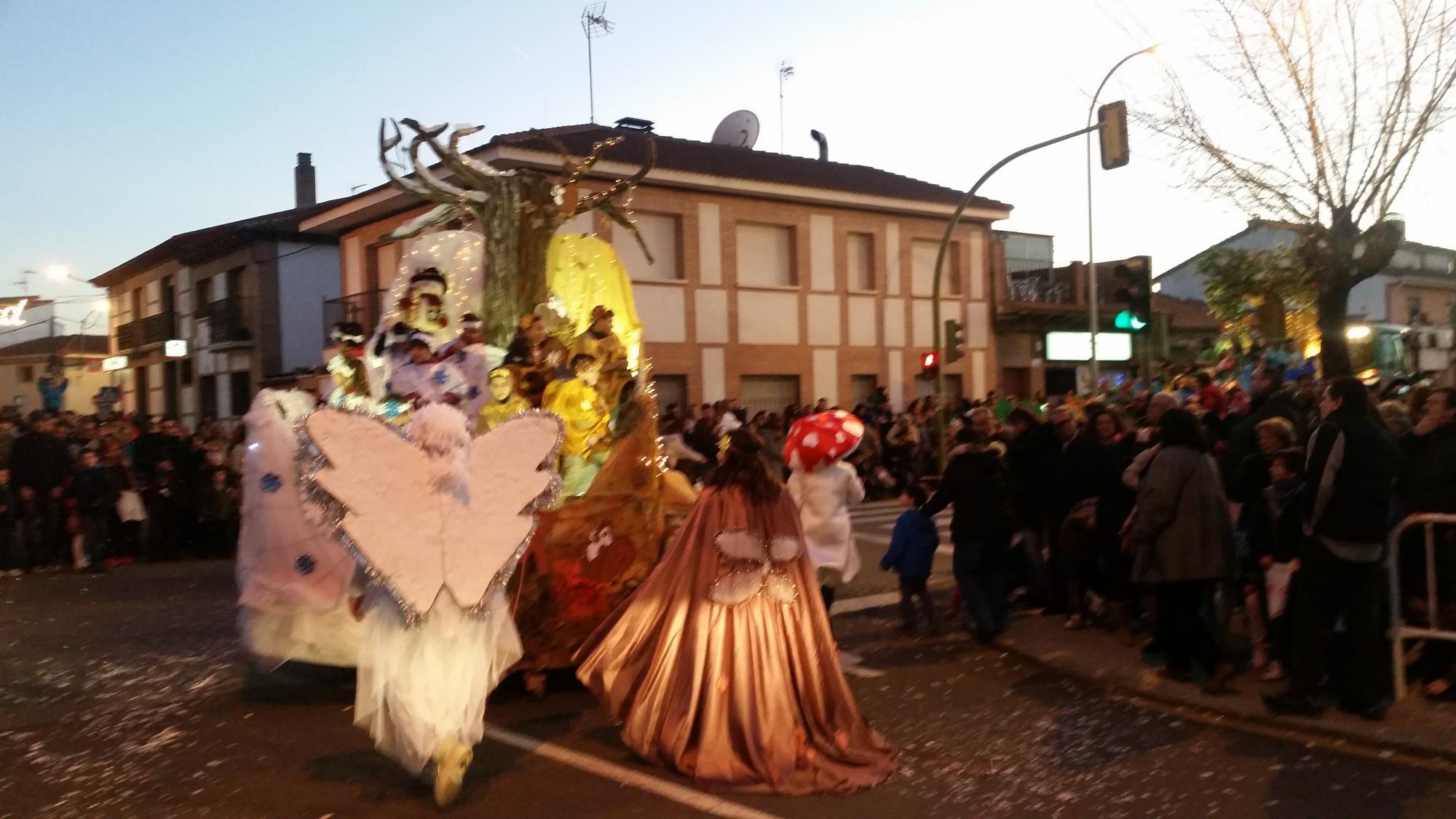 Los más pequeños de la casa disfrutan de la Cabalgata de Reyes de El Casar