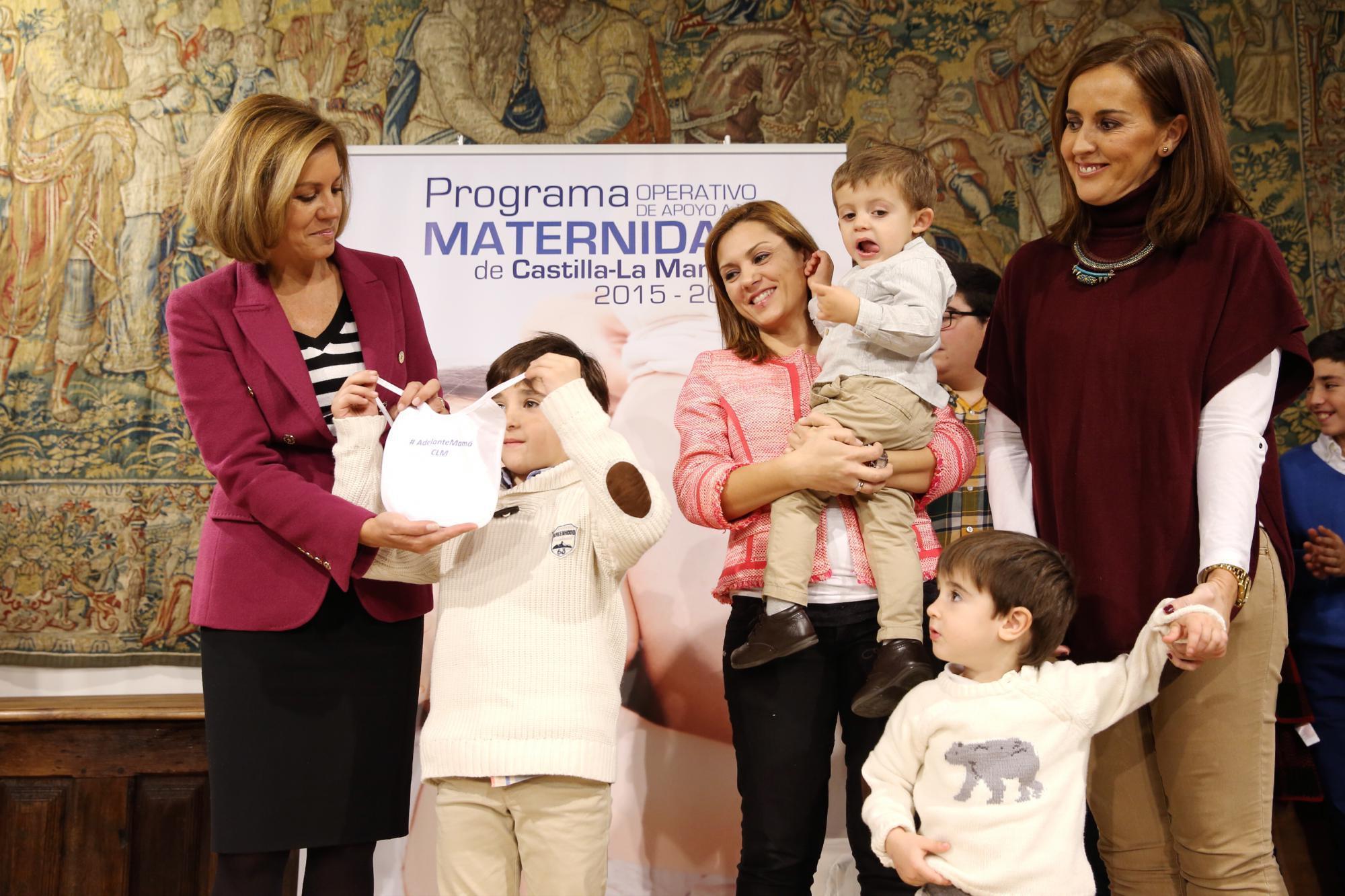 Cospedal presenta el Programa Operativo de Apoyo a la Maternidad 2015-2016
