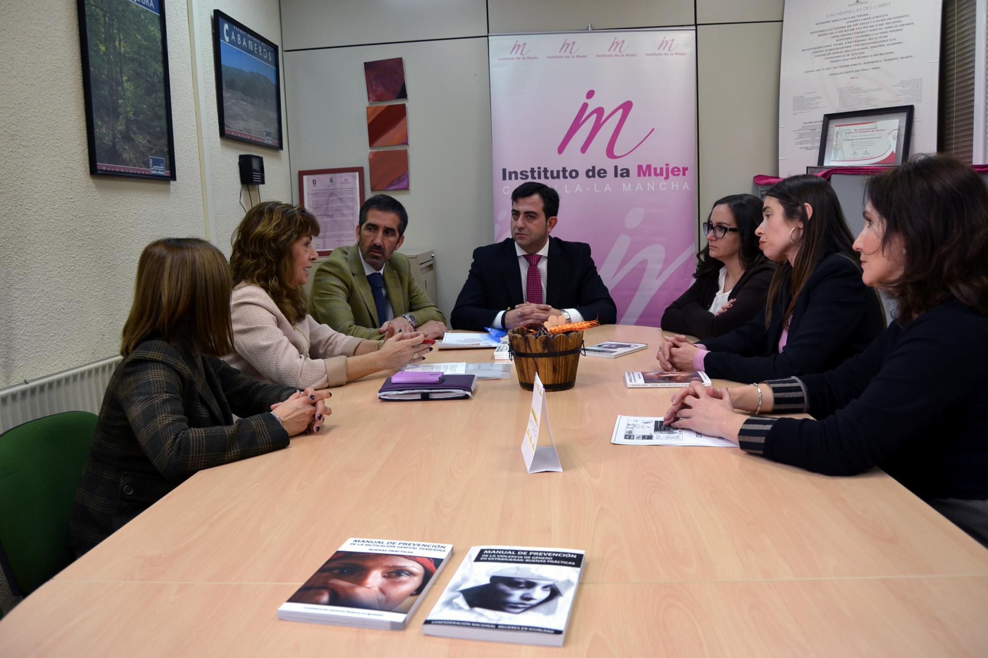 Condado destaca que el Gobierno regional aumenta el Presupuesto para los Centros de la Mujer para el próximo año 2015 y garantiza la atención a las mujeres de Castilla-La Mancha