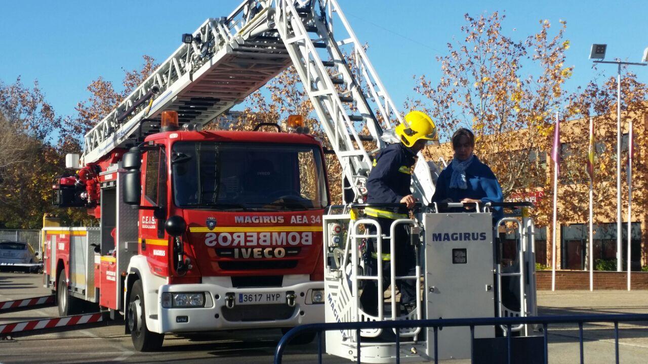 """Guarinos: """"El nuevo vehículo autoescala de los bomberos es la mayor inversión que se ha realizado en el Consorcio desde su creación"""""""