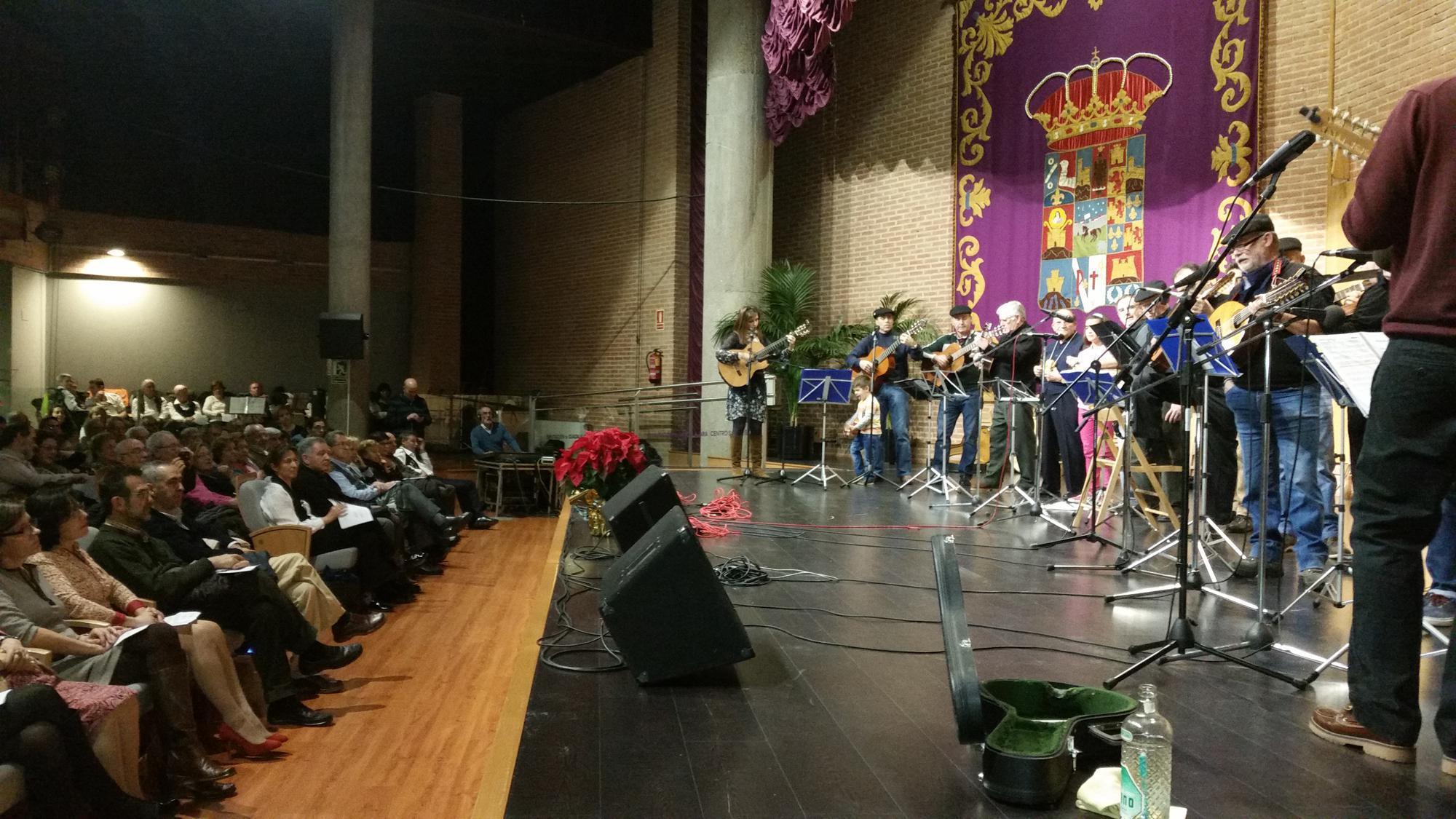 La presidenta de la Diputación anima a las rondas navideñas a seguir llevando alegría e ilusión por toda la provincia