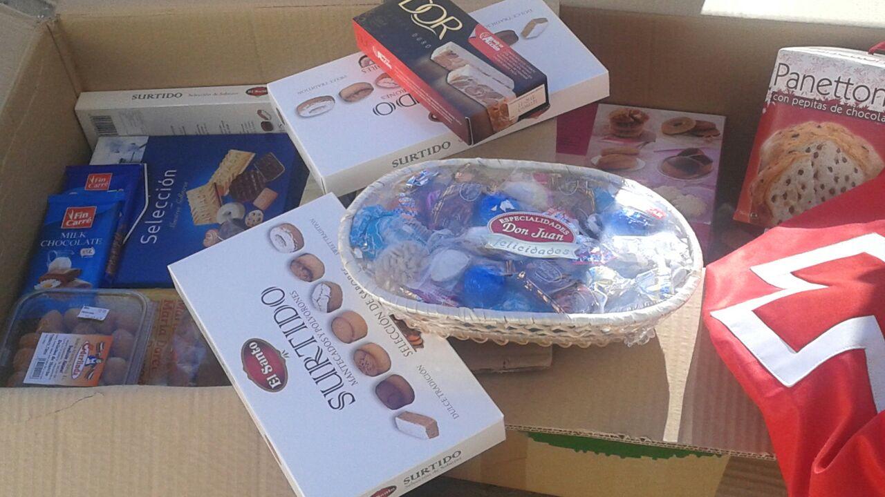 La Asociación de Comerciantes de Miguel Fluiters consiguió recoger 120 kilos de productos navideños para Cruz Roja Española en Guadalajara