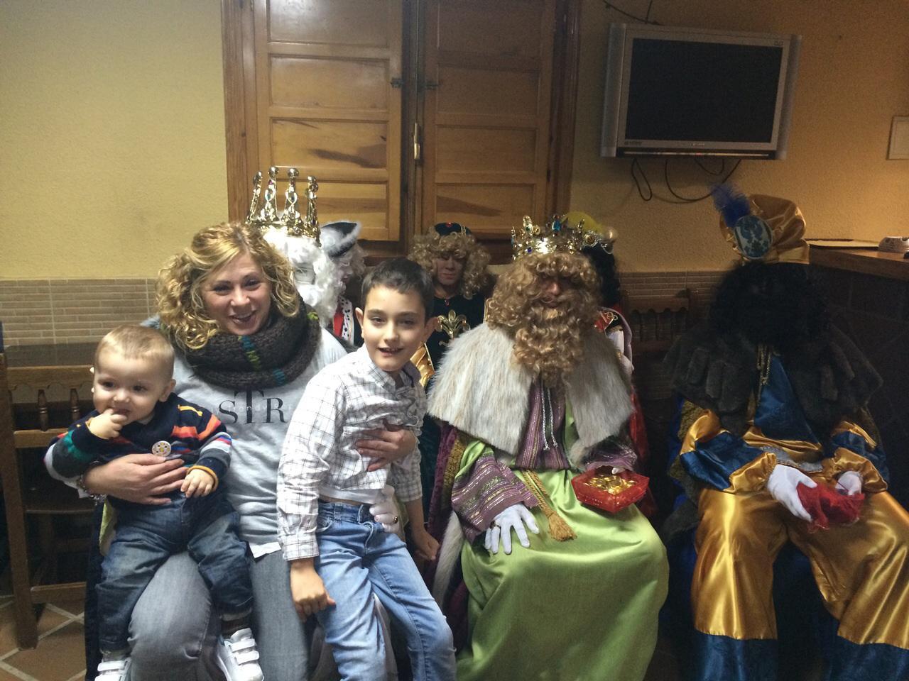 Los Reyes Magos han llenado de ilusión las calles de Pareja, Cereceda y Casasana