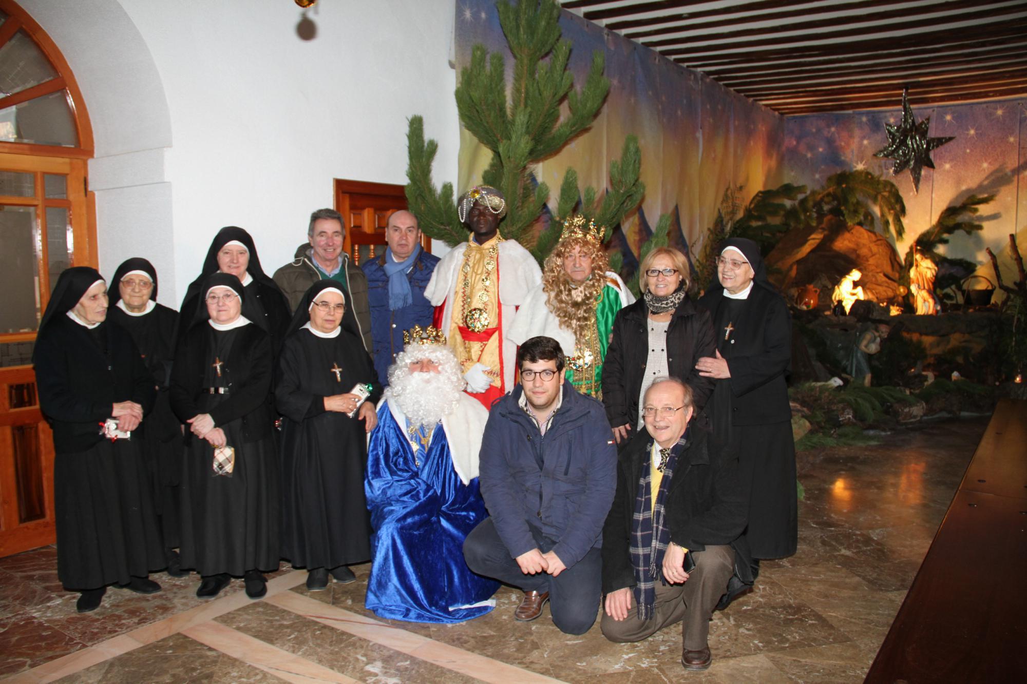 Los Reyes Magos, que de nuevo fueron Majos en Sigüenza, han visitado por triplicado la ciudad