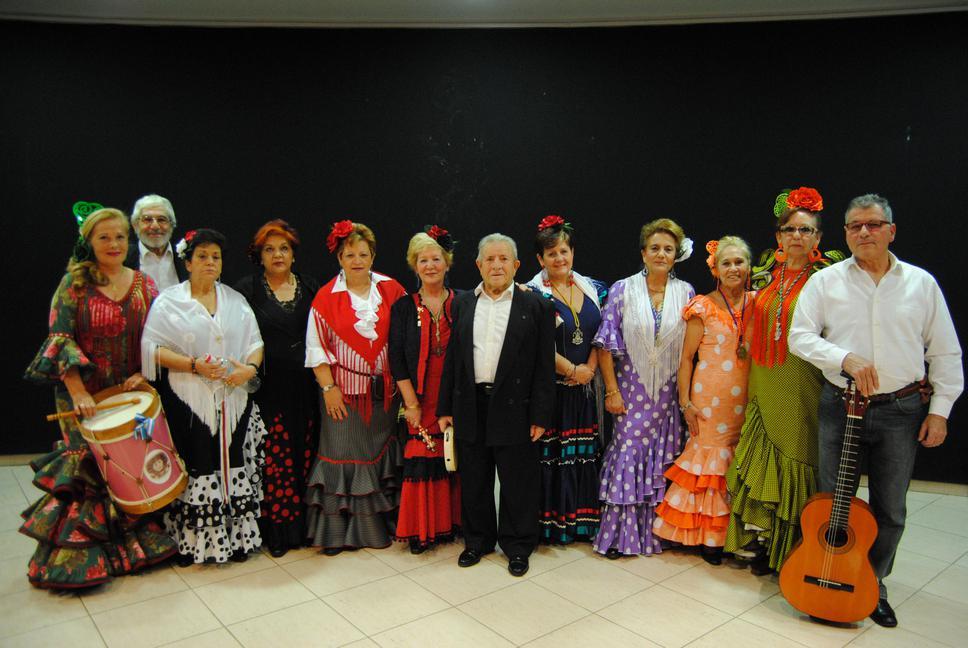 Los mayores del Centro de Día de Alovera brindaron por un trimestre excepcional y por el nuevo año