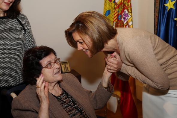 Cospedal afirma que respetar a los mayores y contar con su experiencia es fundamental en una sociedad avanzada