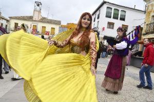 Pareja se prepara para vivir su II Feria Medieval