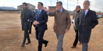 Echániz visita las obras de mejora del aparcamiento del Hospital Universitario de Guadalajara