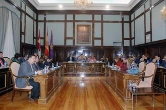 Aprobado definitivamente el Presupuesto de la Diputación para 2015 que prioriza la inversión y las políticas sociales y de empleo