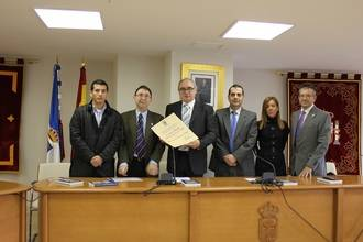 Aurelio García recibe el título que le acredita como cronista oficial y honorario de Yebes