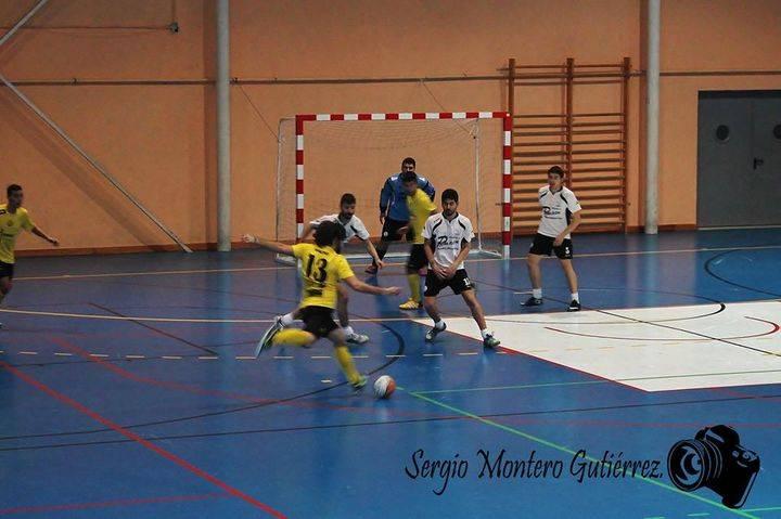 Los Barrileros F.S. se llevan el derbi local frente Los Cuatro Caños (6-5)