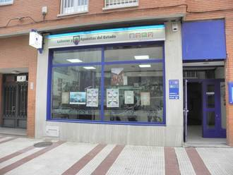 Sellado un boleto del Euromillón en la administración de la Avenida de Barcelona de Guadalajara