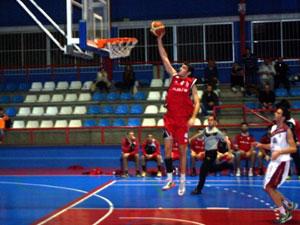 Un mermado Alza Basket cierra la primera vuelta en casa ante un rival directo