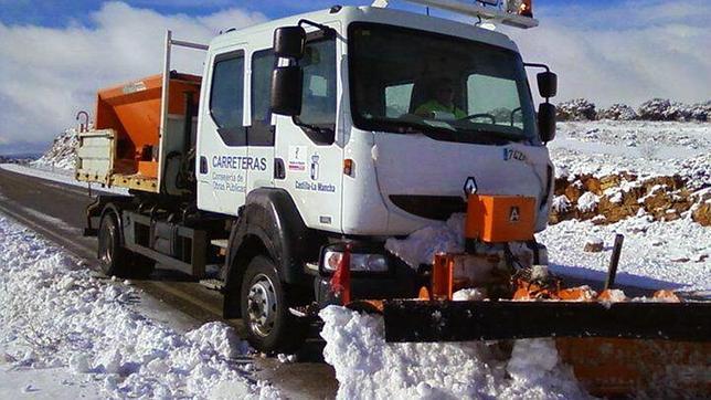 La nieve mantiene cortada la GU-213 en Condemios de Abajo
