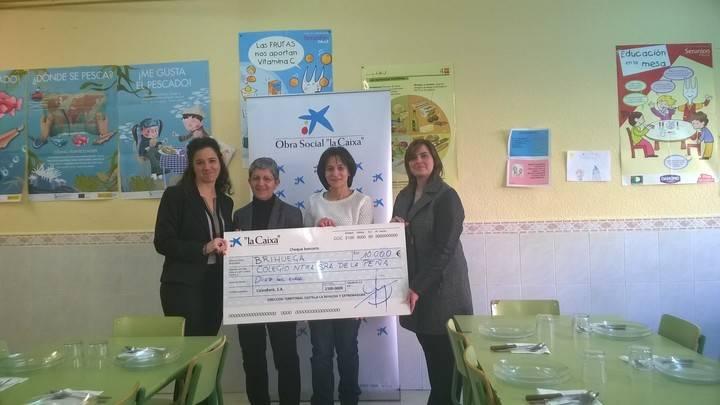 """La Obra Social """"la Caixa"""" colabora con el colegio público Nuestra. Señora de la Peña en Brihuega ofreciendo becas de comedor"""