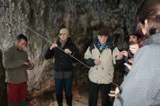 Los empresarios turísticos del Geoparque conocen el recurso turístico de la Cueva de Los Casares