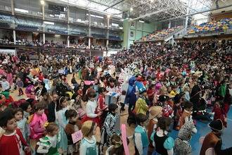 Ambientazo en el Multiusos con cientos de niños disfrazados en el Carnaval Infantil de Guadalajara
