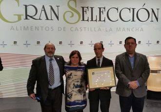 La Diputación felicita al premiado con el 'Gran Selección' por la Miel de Calidad Diferenciada