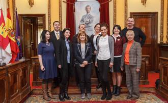 Recepción en el Ayuntamiento a miembros de la Fundación Family Center de Polonia