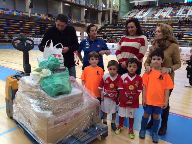 El Banco de Alimentos recibió este domingo en el Palacio Multiusos 400 kilos de alimentos
