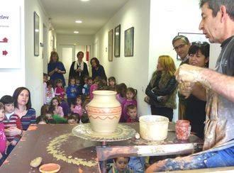La presidenta de la Diputación destaca la labor de la Escuela de Folklore en la conservación de nuestras tradiciones