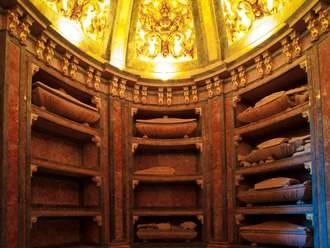El detalle monumental del mes es la cripta de la iglesia de San Francisco y su vinculación con la familia Mendoza