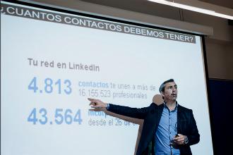 Álex López imparte este viernes un taller en el centro cultural de Valdeluz sobre el uso de las redes sociales