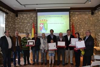 """Condado felicita a los vecinos de Abánades por el escudo heráldico y la bandera que reflejan """"los elementos más característicos de la localidad"""""""