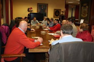Carnicero se reúne con los representantes de cofradías y hermandades para ultimar los detalles de la Semana Santa