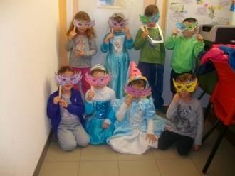 La biblioteca de Alovera se viste Carnaval