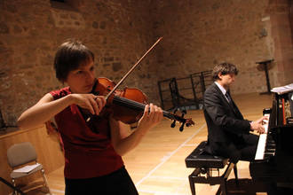 Piano y violín en El Pósito en una Sigüenza primaveral