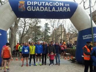 Más de cien atletas alcanzan la meta en Sigüenza en el arranque del Circuito de Carreras Populares