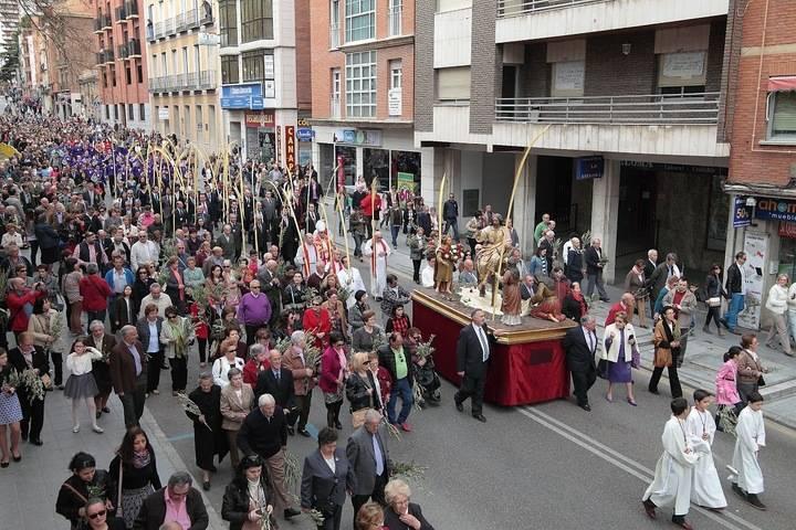Cientos de fieles y turistas han querido acompañar a la Procesión de la Borriquilla por las calles de Guadalajara (Foto: www.eduardobonillaruiz. com)