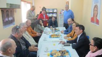 Soriano y Martín rubrican ante un grupo de agricultores y ganaderos de Alovera el compromiso del PP con los trabajadores del campo