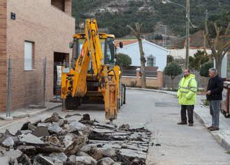 En marcha las obras de pavimentación de dos céntricas calles de Valdenoches