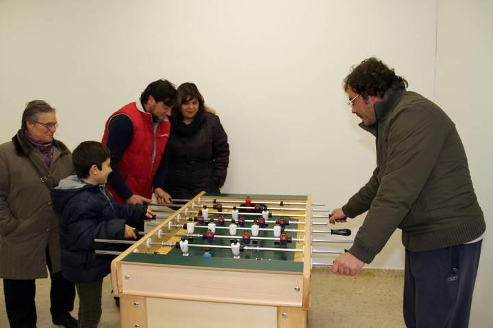 Tamajón ya cuenta con un nuevo local multiusos para los jóvenes y con pista de pádel