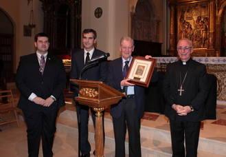 José María Bris ensalza a Santa Teresa de Jesús y recuerda a Carlos Santiesteban en su pregón de Semana Santa