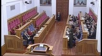 Los diputados regionales del PSOE no respetan en las Cortes Regionales el Minuto de Silencio por las víctimas del accidente de los Alpes