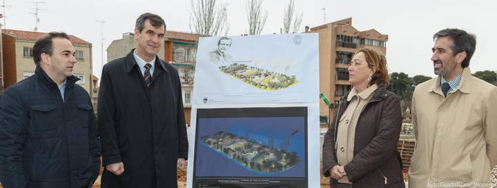 María Luisa Soriano y Antonio Román visitan las obras del Parque Adolfo Suárez