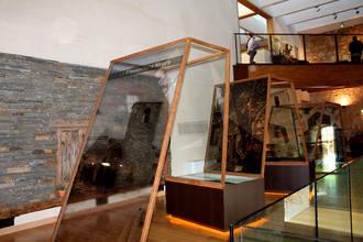 Cientos de turistas visitan la Posada del Cordón en Atienza y el Castillo de Torija durante la Semana Santa