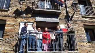 Ana Guarinos visita la localidad de Prádena de Atienza para interesarse por sus proyectos y necesidades