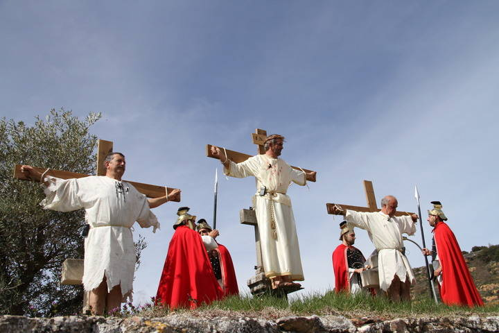 Brillante y emotiva representación de la Pasión de Cristo en una calurosa mañana de Viernes Santo