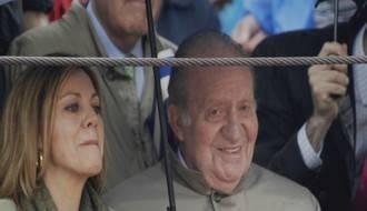 El rey Juan Carlos con la presidenta Cospedal en los toros en Brihuega